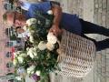 Rosen som Ghita vil døbe bæres frem - en skøn buketrose med vidunderlig sød duft