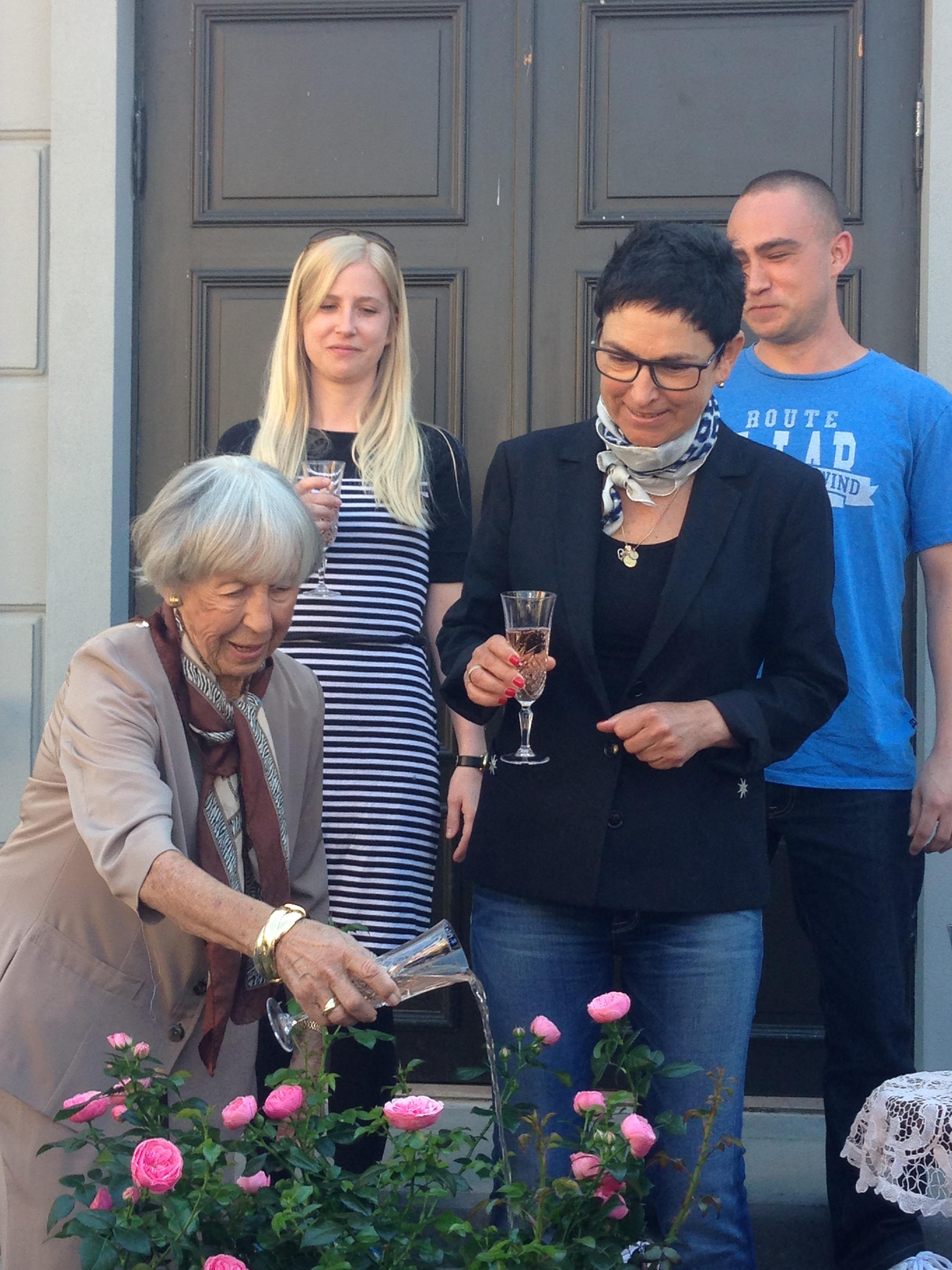 Lise Nørgaard baptizing the new rose